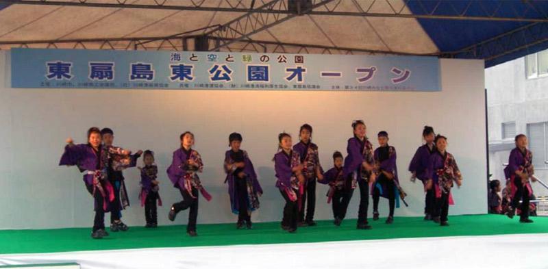 向っ子ダンサーズと夢桜が、東扇島東公園オープニングに出演し6曲披露しました。