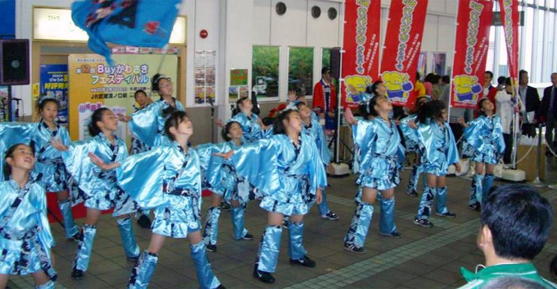 SAKADA WINDSが、JR溝口駅で開催された第12回Buyかわさきキャンペーンに出演しました。
