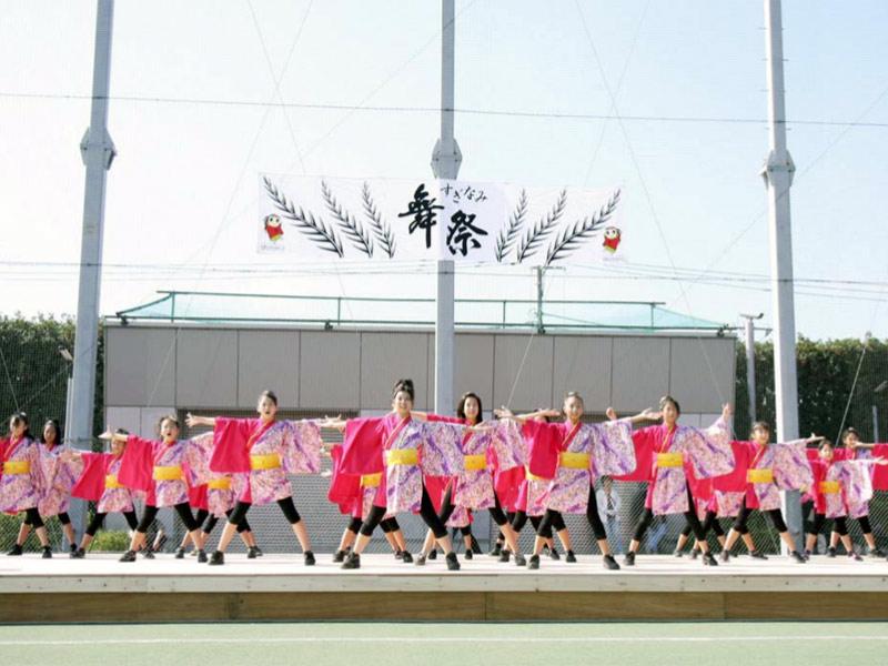 2008年10月13日、第1回すぎなみ舞祭に、「かわさき向魂」、「夢桜」、「SAKADO WINDS」が参加しました。