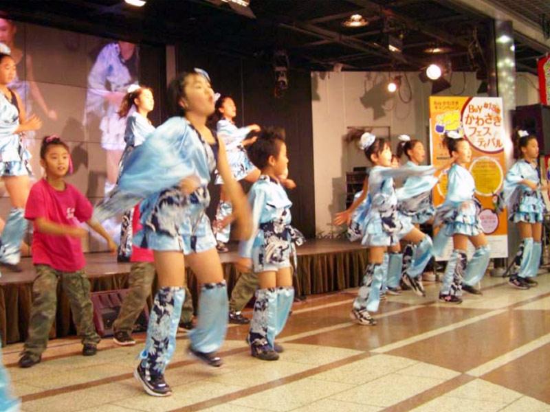 第13回Buyかわさきフェスティバル(スタジオアゼリア)に、SAKADO WINDSが出演し、6曲演舞しました。