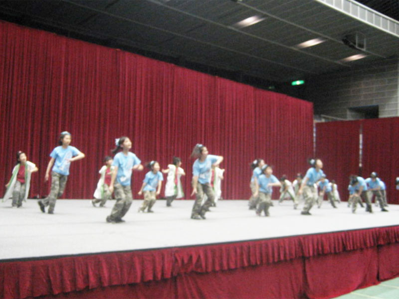 2009年3月22日、第14回川崎市青少年フェスティバルに「SAKADO WINDS」が参加致しました。 (とどろきアリーナ)