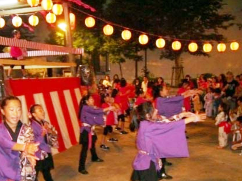 2009年8月7日、「川崎おどり」特別企画に出演しました。この模様は、8月22日(土)TVK「LOVEかわさき」9時00分~9時20分で放送されます。(再放送は8月29日)