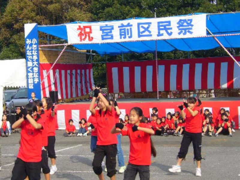 2009年11月8日、第28回宮前区民祭に「EMIダンスチーム」が出演しました。