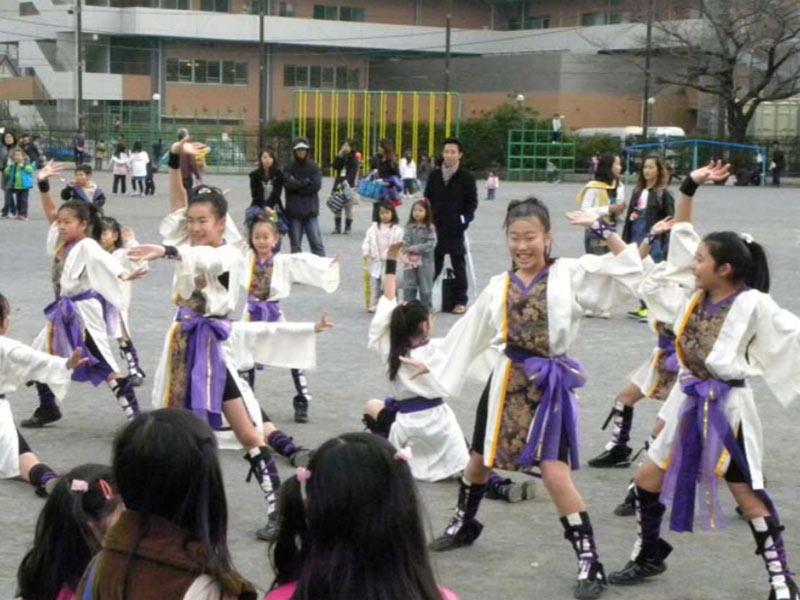 2009年12月5日、渡田小学校のバザーに、「かわさき向魂」が参加しました。